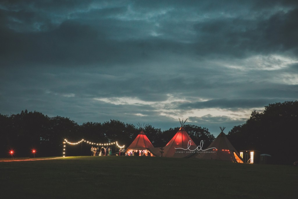 yorkshire-tipi-wedding-venues-with-teepees_0096